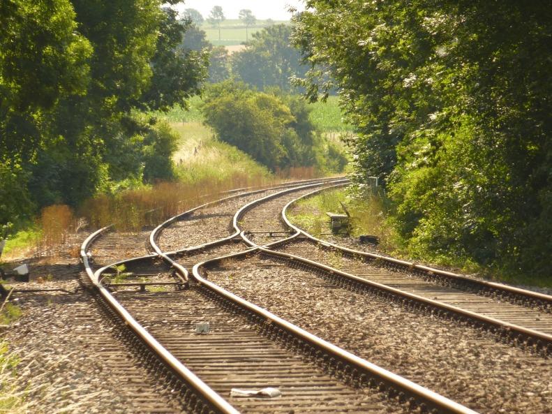 railway-line-1053687_1920