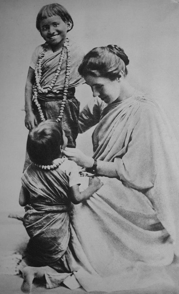 amma-with-her-beloved-children